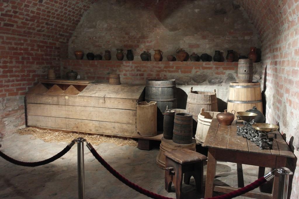 piwnica zamku w Mirze